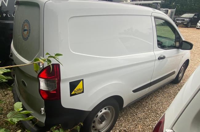 2018 Ford Transit Courier Van 03